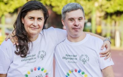 """""""Maestrul"""" Șerban, primul angajat cu Sindrom Down din România"""