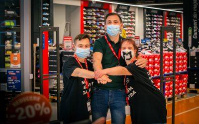 Hervis Sports & Fashion angajează pentru prima dată doi tineri cu Sindrom Down